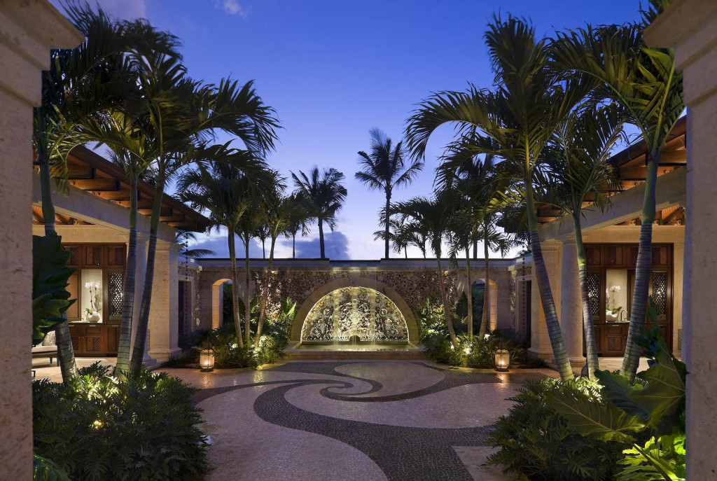 Paradise Is Villa & Pool, Location: Paradise Is. Bahamas, Architect: Marguerite Rodgers Ltd.